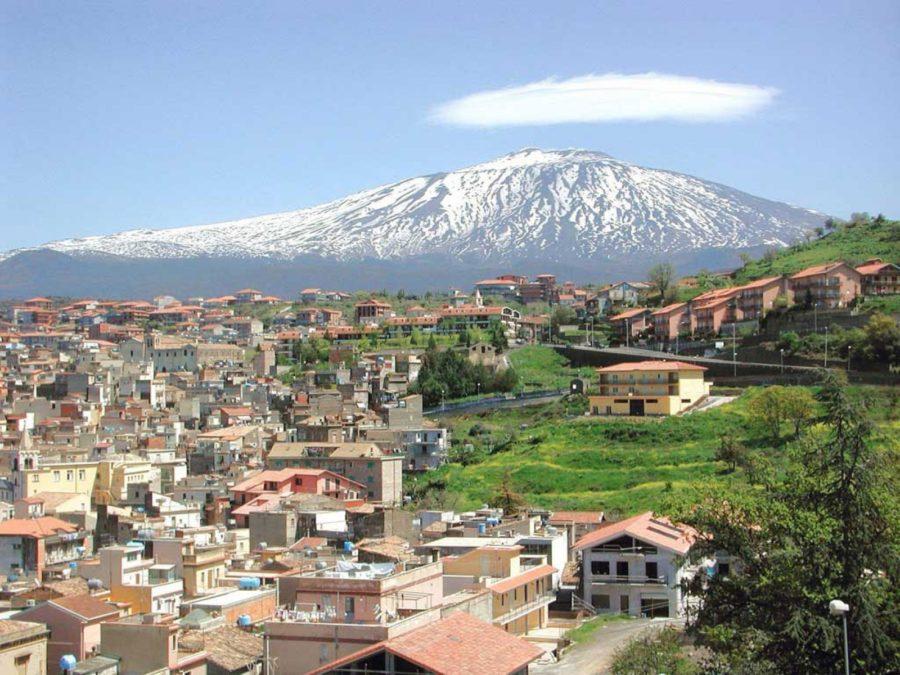 Città di Bronte alle pendici dell'Etna