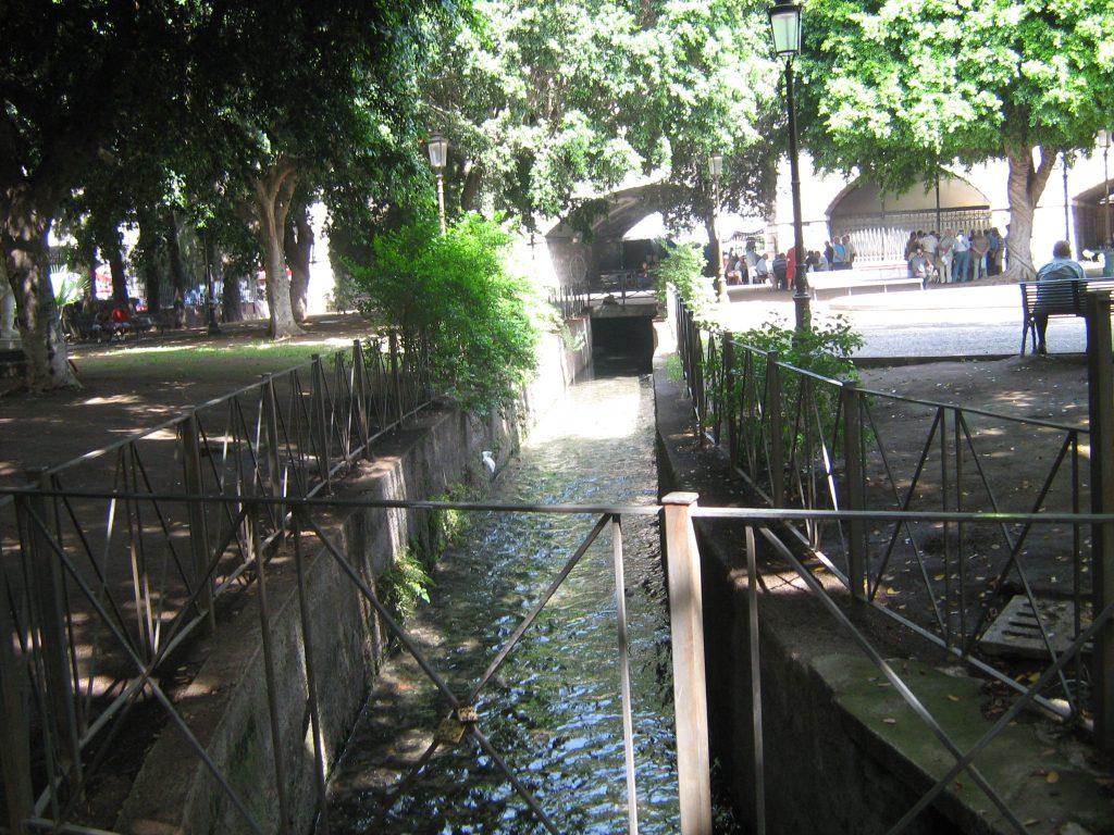 Tratto del fiume Amenano che passa dalla Villa Pacini