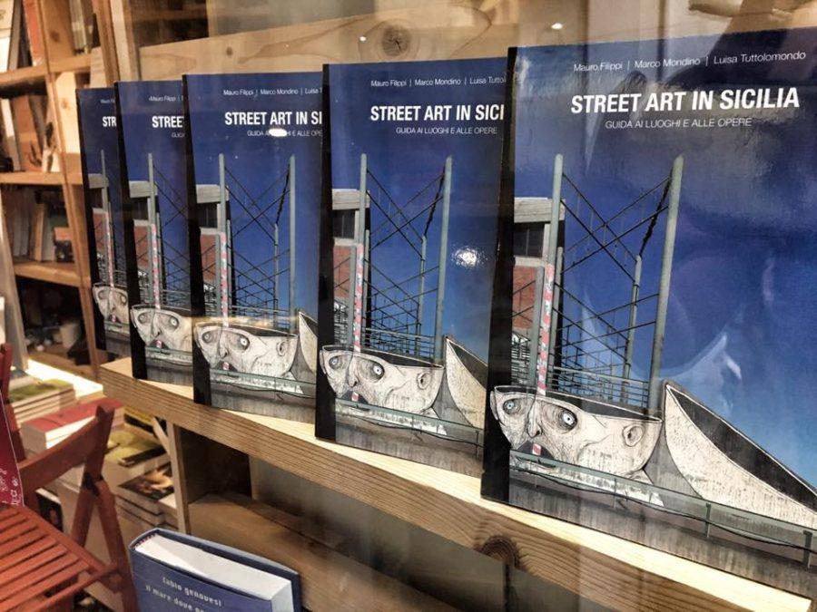 """Il nuovo libro di Mauro Filippi, Marco Mondino e Luisa Tuttolomondo """"Street Art in Sicilia"""" presentato alla libreria Vicolo Stretto di Catania"""