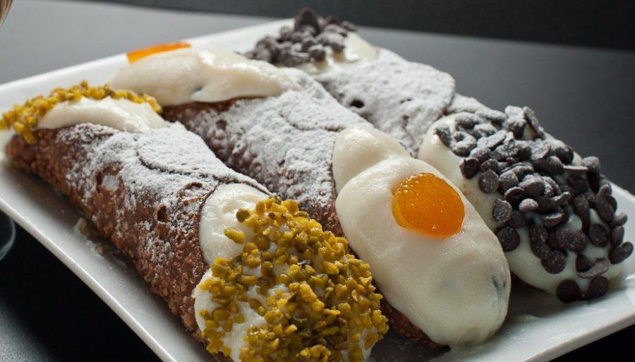 Cannolo di ricotta tipico della Sicilia. Fonte: Siciltop