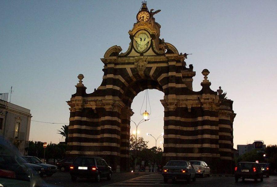 Porta Garibaldi: uno degli storici monumenti catanesi.