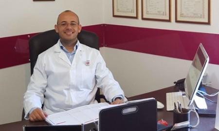 Il l biologo catanese Cristian Fioriglio, inventore del biotappo