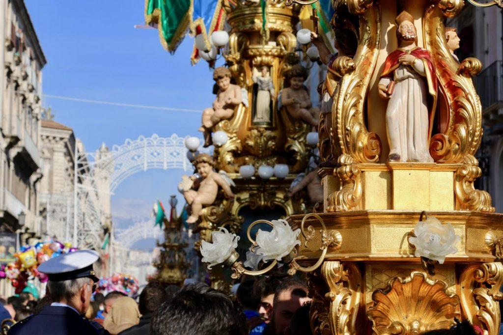 Candelore in processione durante la festa di Sant'Agata. Credits: Fabio Giuffrida