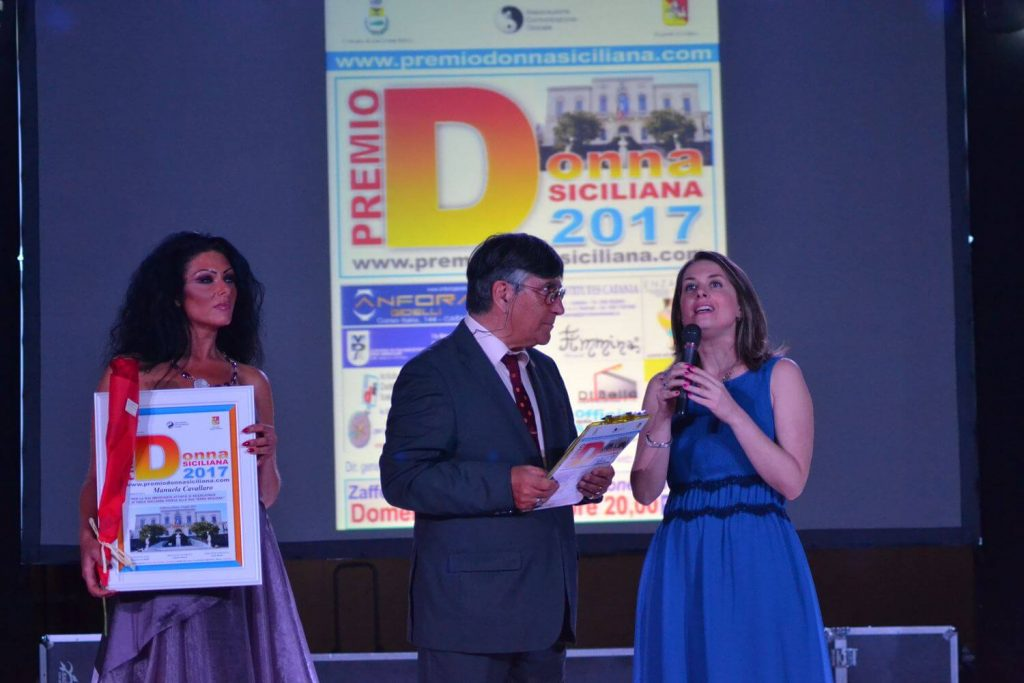 Manuela Cavallaro ha ricevuto nel 2017 il premio Donna Siciliana, per la sua importante attività di ricercatrice di fisica nucleare fedele alla sua terra