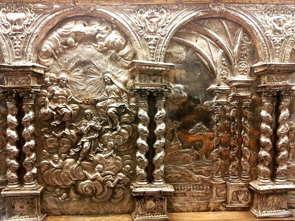 Dettaglio del paliotto d'altare realizzato da Saverio Corallo nel 1726.Il paliotto, oggi conservato al Museo diocesano, era precedentemente l'altare maggiore della Cattedrale. È in argento sbalzato e inciso con scene della vita di Sant' Agata.