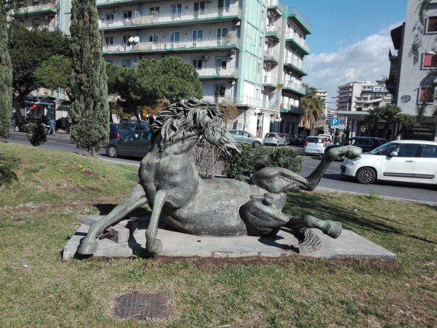 Stallone Ferito a Catania: scultura di Francesco Messina