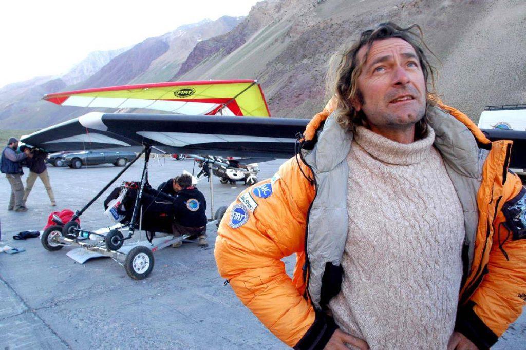 Unico uomo al mondo in grado di compiere simili imprese, Angelo D'Arrigo ha volato sull'Aconcagua, a 9100 metri di altezza con il suo deltaplano, emulando il volo dei condor e stabilendo un nuovo record mondiale