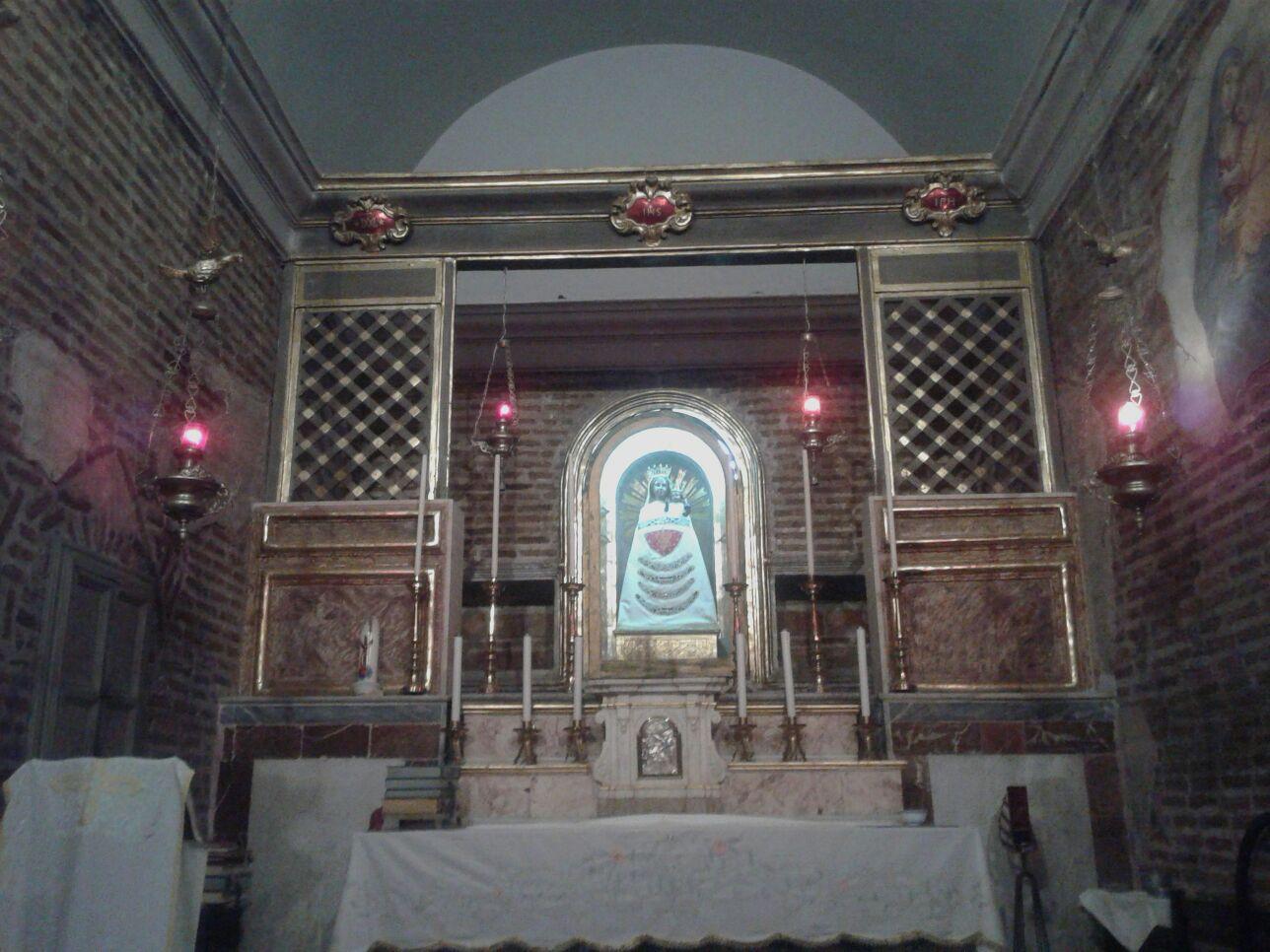 Altare Di Maria Regina Del Cielo