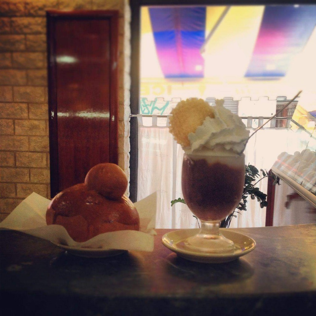 """Coppa gelato gusto gelsi e classica brioche """"col tuppo"""""""