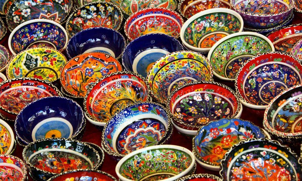 Caltagirone e le sue ceramiche in tutta la loro magnificenza