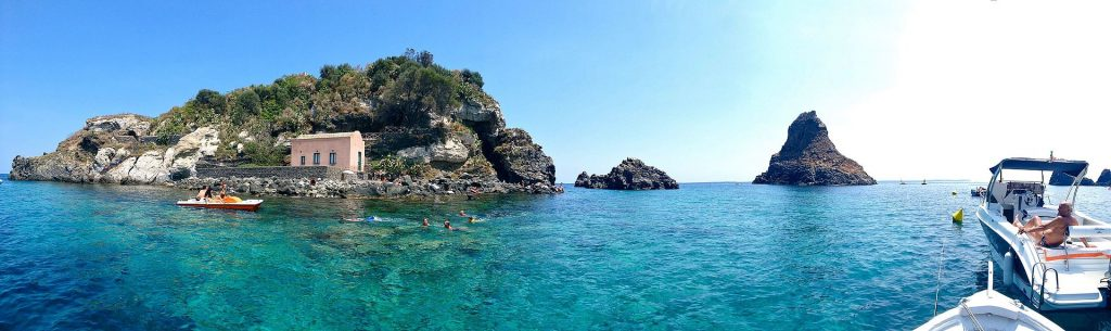 Isola Lachea Acitrezza Summer