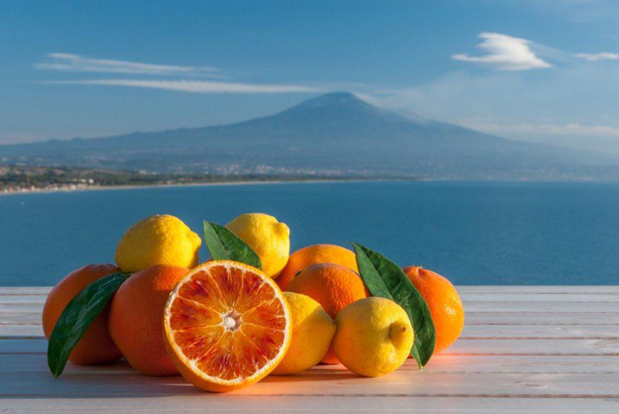 La produzione delle Arance Rosse nella Piana di Catania. Fonte foto: La tua Italia - Shutterstock.