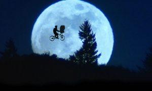 E.T. può essere l'emblema dei sogni da bambino di chi avvista un ufo a Catania e non