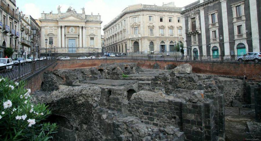 L'Anfiteatro nella Catania vecchia. Fonte foto: Vivict