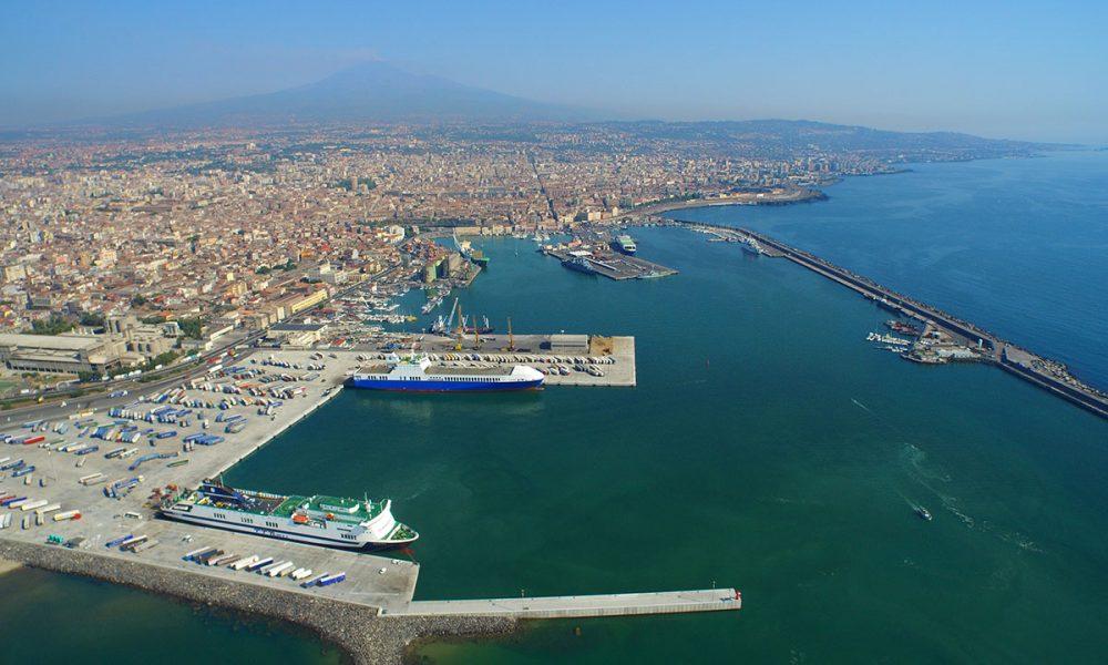 il porto di Catania ha un molo di levante lungo quasi due chilometri