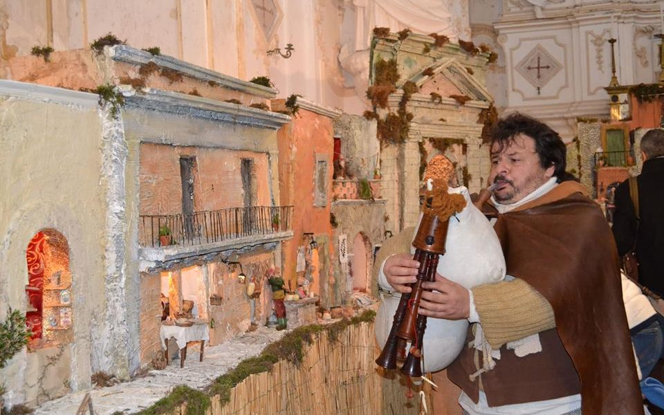 Lo zampognaro Sebastiano Nanè. Fonte foto: zampognaro.it