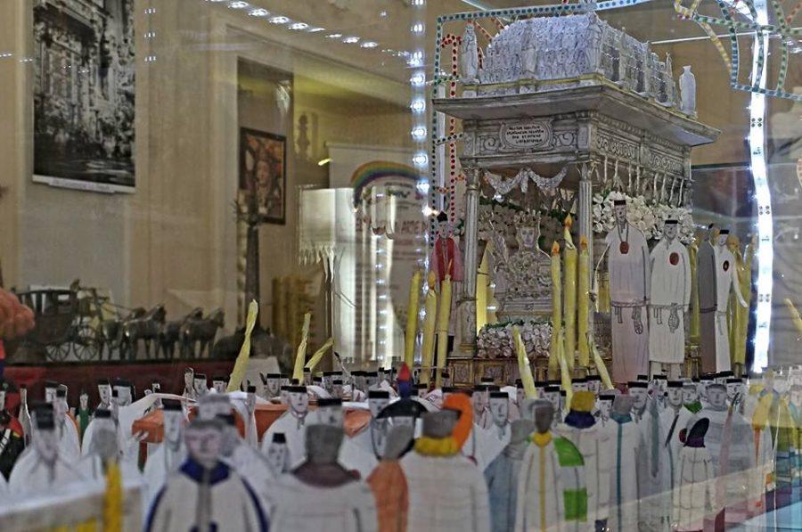La vara di Sant'Agata con i suoi devoti.