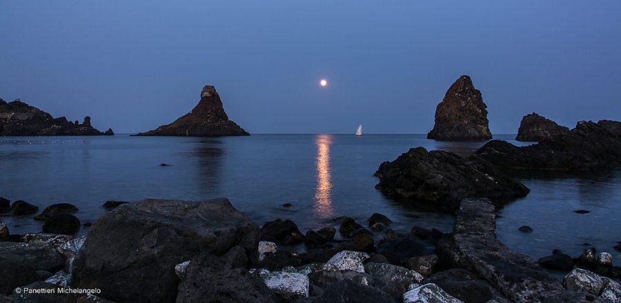 I catanesi, gente della notte, amano il buio e il mistero. Fonte foto: Panettieri Michelangelo