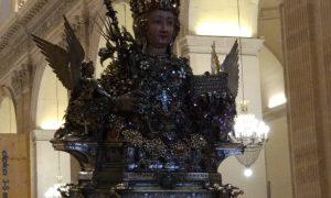 Sant'agata Davanti L'uscita Della Cattedrale