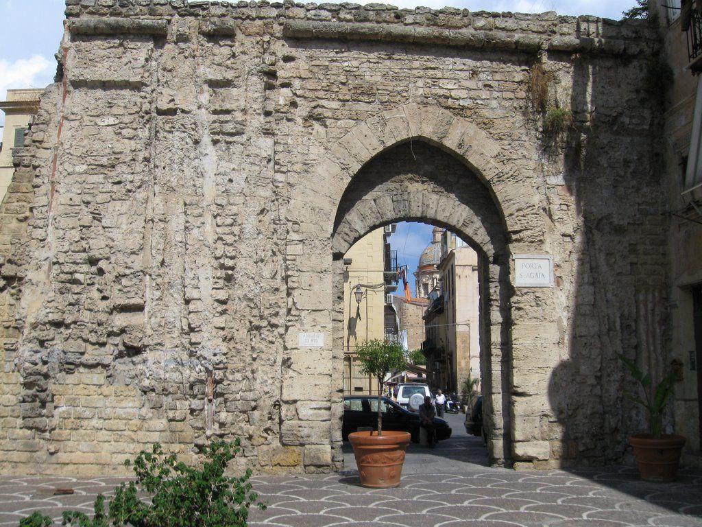 Sant'Agata a Palermo, porta storica