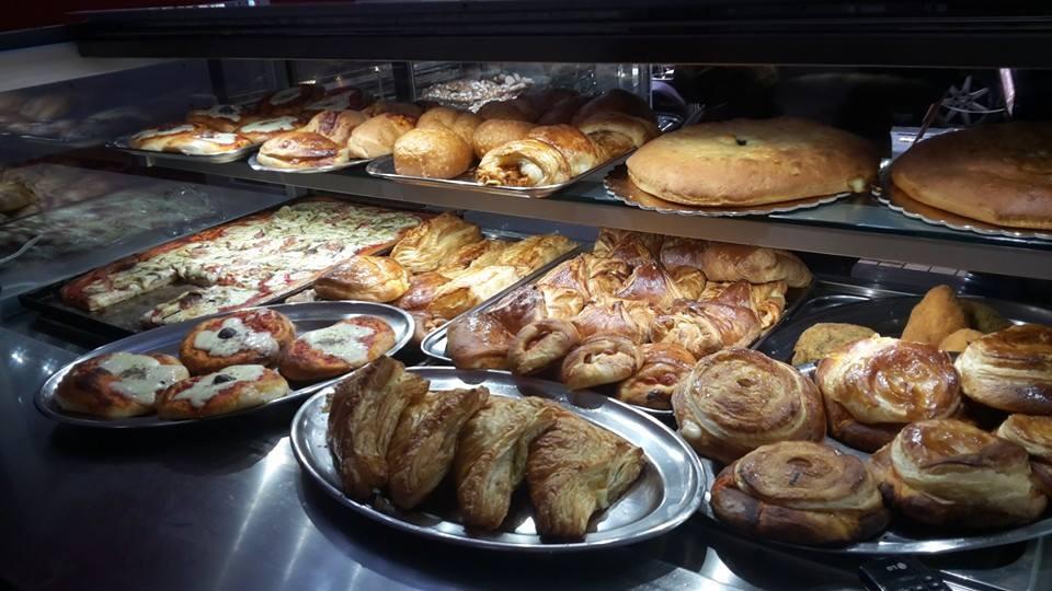 La pasticceria Sottile prepara ottimi pezzi di tavola calda tradizionali da asporto e fa catering per ogni evento.