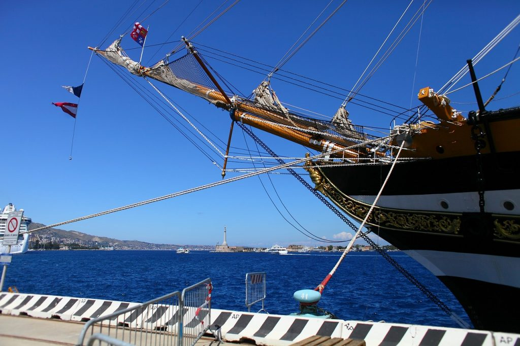 La nave-scuola Amerigo Vespucci a Catania