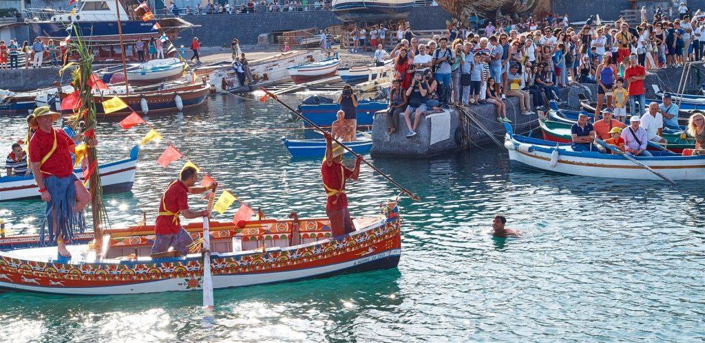 """Acitrezza e San Giovanni li cuti allesticono per la festa di san Giovanni Battista il tradizionale """"Scherzo del pesce"""""""
