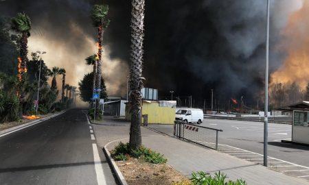 incendio alla play di Catania