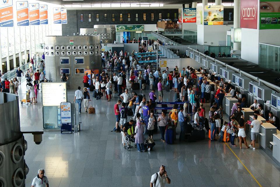 Interno aeroporto di Catania