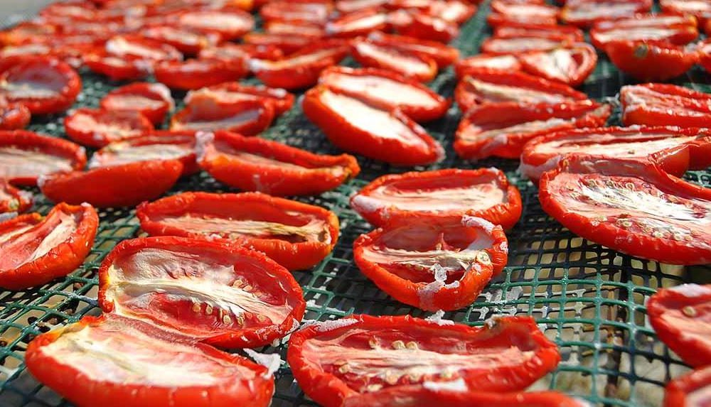 I pomodori secchi sono un piatto immancabile nella tradizione culinaria catanese