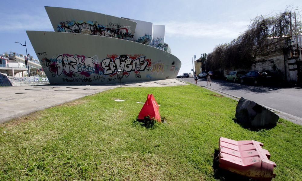 L'arte decostruttiva del Monumento ai Caduti. Fonte foto: Lasicilia.it