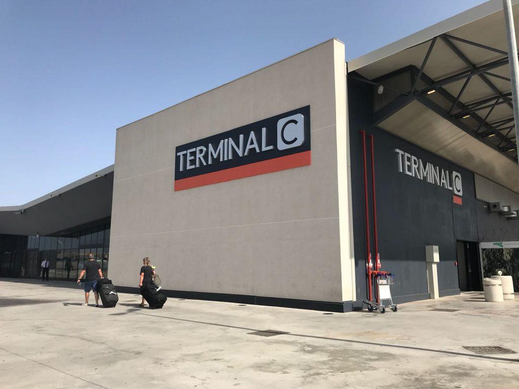 Ingresso del Terminal C dell'aeroporto di Catania