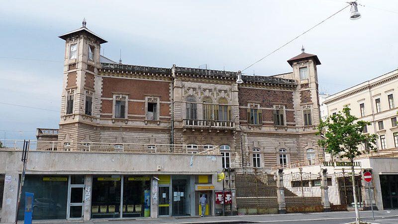 Cropped 800px Catania Villa Manganelli 1.jpg