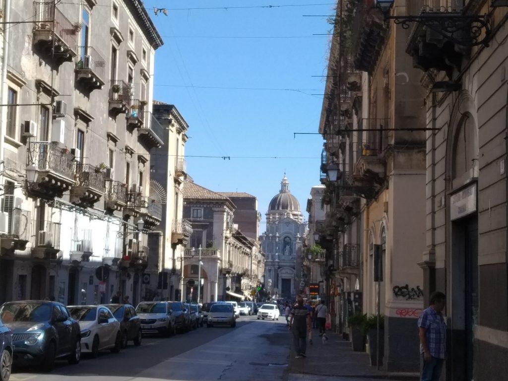 Casa a Catania: Via Garibaldi e sullo sfondo la Cupola del Duomo