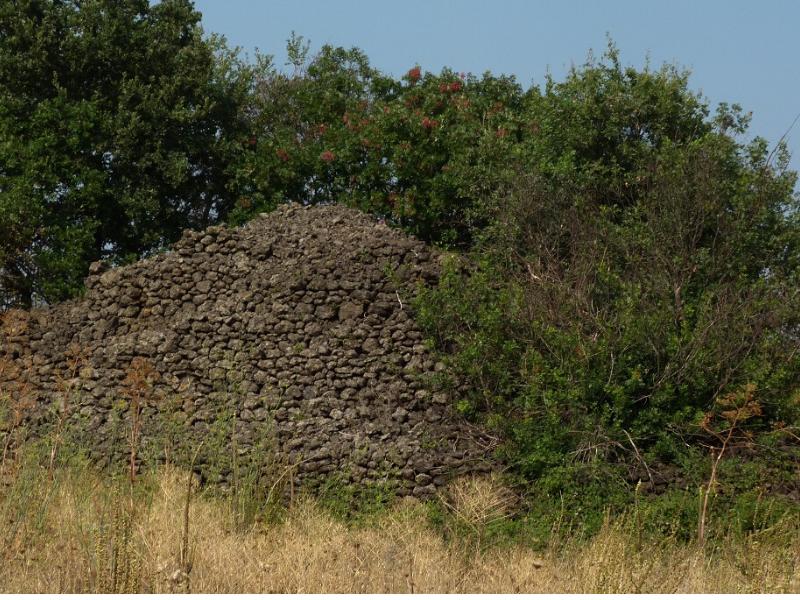 Le piramidi dell'Etna - Rovine di una piramide