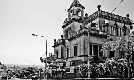 La spettacolare Villa Iolè Panto, dimora prescelta dall'attore catanese Angelo Musco e altro emblema dello stile liberty del tempo.
