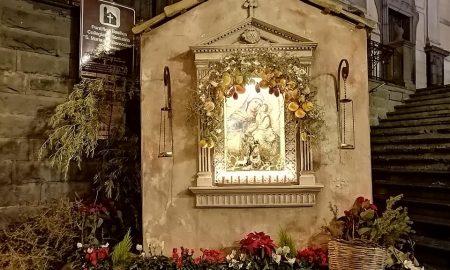 Le cone sono e raffigurazioni tradizionali del Natale, allestite per celebrare la sacra famiglia, con i tradizionali elementi naturali siciliani.