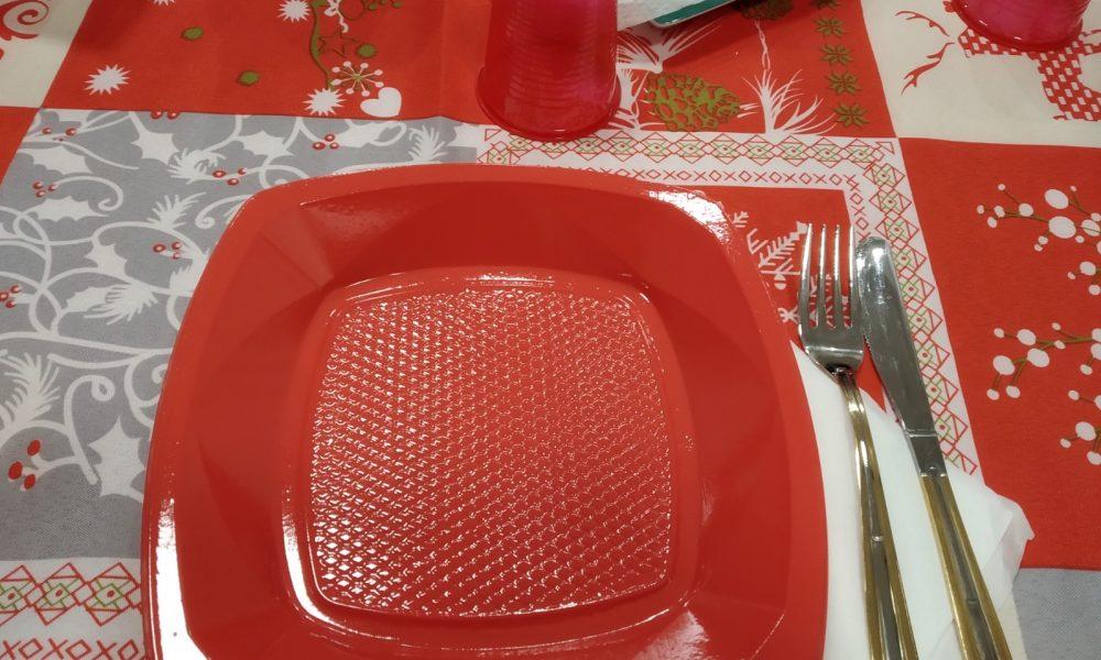 piatti rossi per la cena di Natale