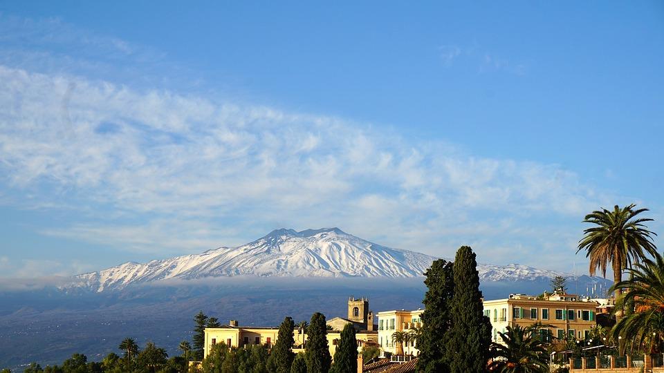 Sciare a Catania: l'Etna innevata. Fonte Pixabay