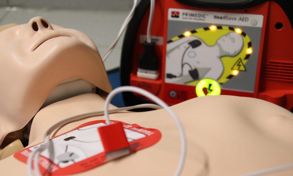 Il cuore di Raffaele - primo piano utilizzo defibrillatore