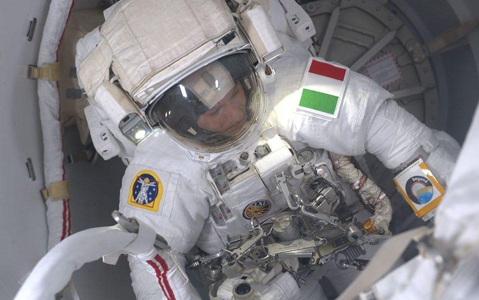 Luca parmitano pronto per la passeggiata spaziale nella Missione Beyond