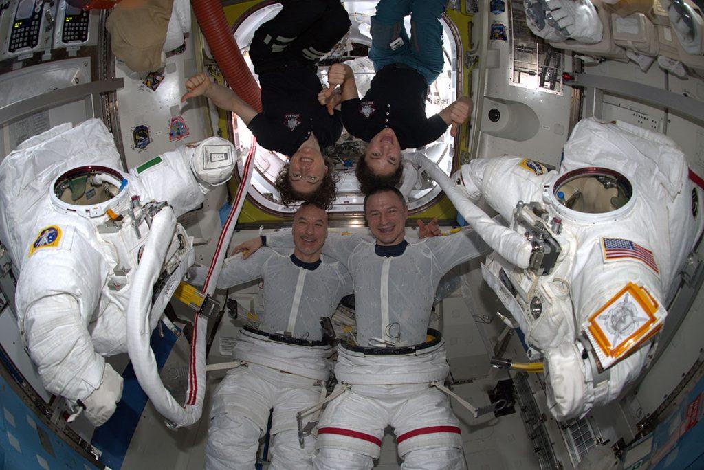 Luca Parmitano si prepara per la passeggiata spaziale della Missione Beyond