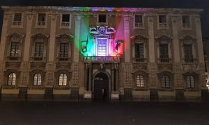 Palazzo degli elefanti si illumina omaggiando il tricolore, questa una delle iniziative promosse a Catania