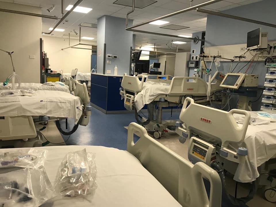 Il nuovo reparto terapia intensiva dell' ospedale Garibaldi, con 20 posti letto, realizzato in 72 ore grazie all'impegno del reparto di infettivologia, dottori, infermieri e tutto il personale sanitario.