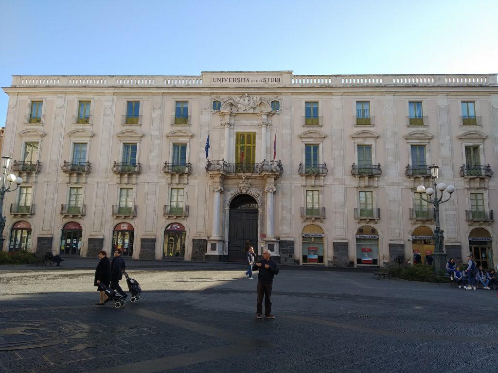 Piazza Università e gli investimenti sulla pedonalizzazione