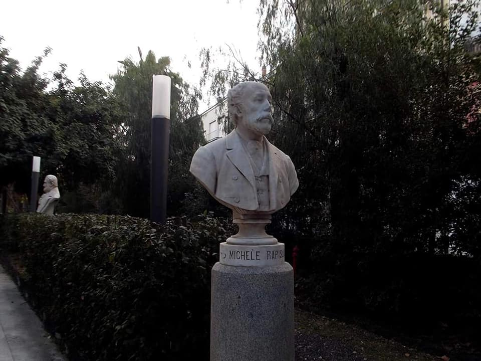 All'interno dello storico Giardino Bellini , lungo il corso dedicato agli illustri uomini che hanno dato gloria a Catania si trova anche il busto dedicato al pittore romantico Michele Rapisardi