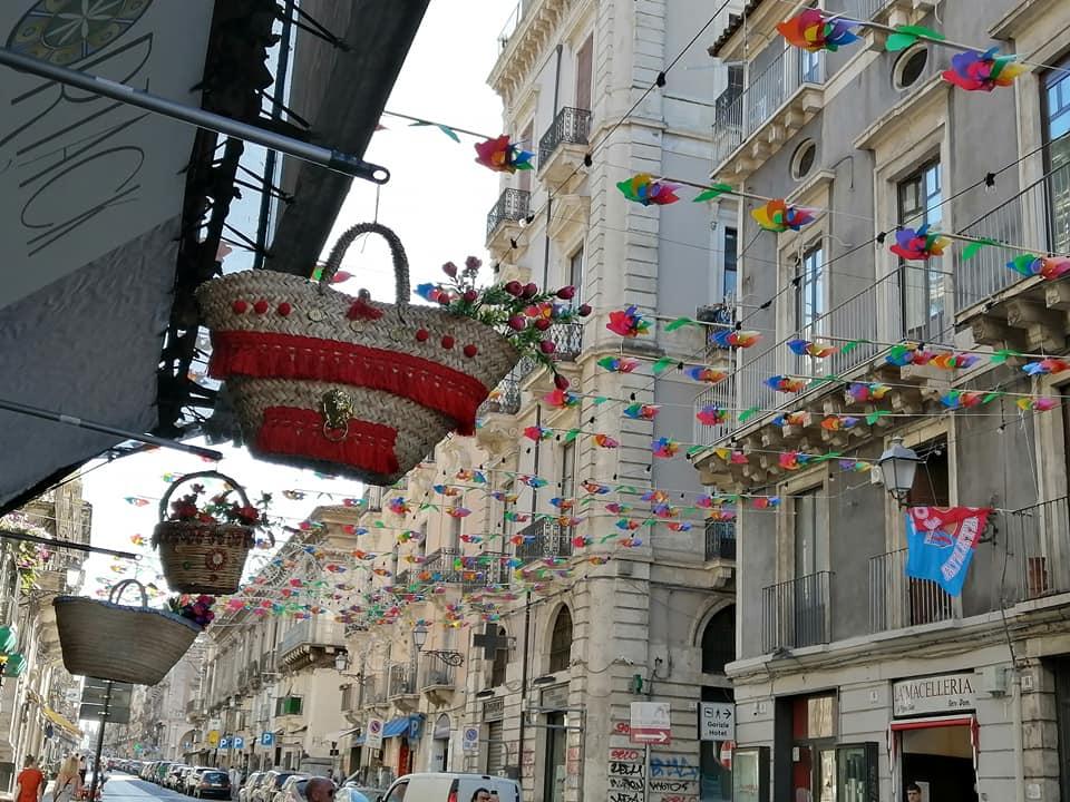 Le installazioni poste sulle viuzze della pescheria e quest'anno sul tratto iniziale di Via Garibaldi, quasi all'ingresso di Piazza Duomo.
