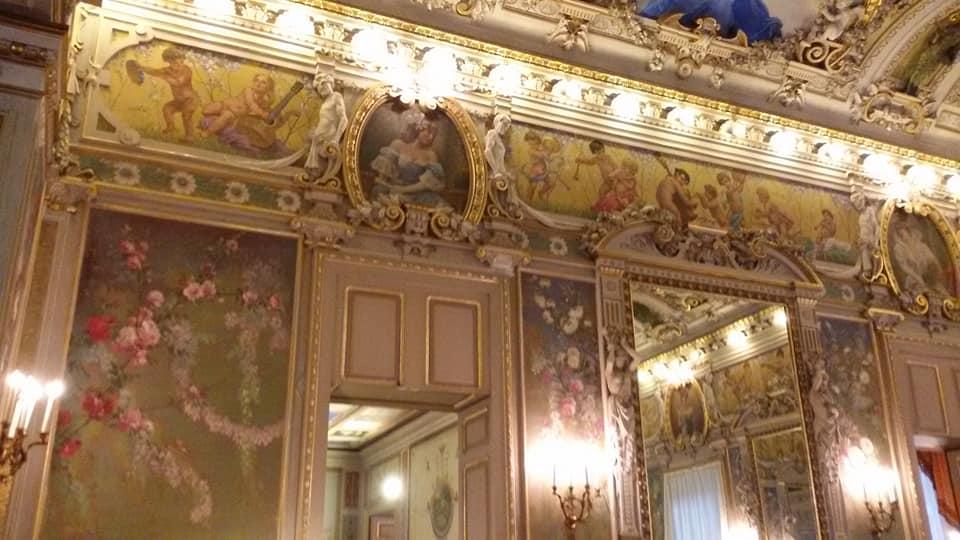 La sala di rappresentanza del Palazzo Paternò del Toscano magistralmente affrescata e abbellita dagli stucchi delle sapienti mani di Giovanbattista Paternò, Alessandro Abate a Giuseppe Scioti.