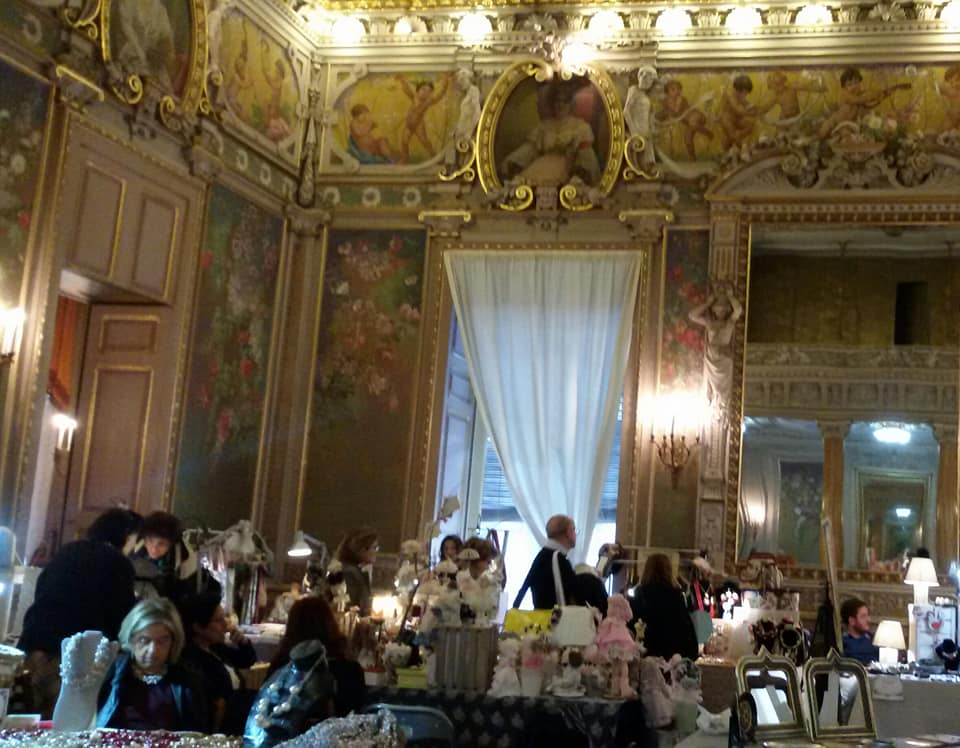 Una delle bellissime sale del Palazzo Paternò del Toscano che l'hanno decretato uno dei più bei palazzi classici di Italia. All'interno di questa sala si svolgono mostre artigianali , presentazioni di libri e altri eventi culturali.