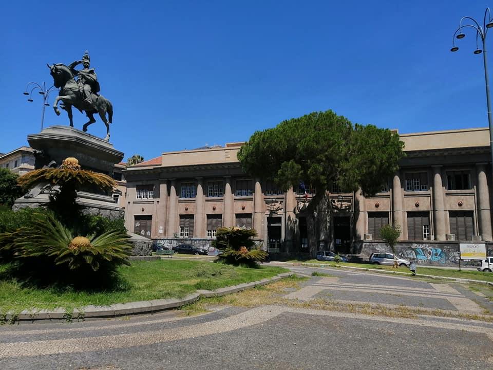 L'Istituto industriale sorto nel 1919 in pieno centro storico, fra le ville di Viale Regina Margherita, l'ingresso di Villa Bellini e alle spalle dell'Orto botanico, dedicato alla figura di Giuseppe Giuffrida De Felice.